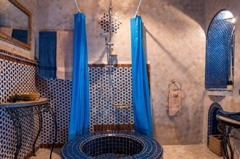 Zimmer al azraq im marrakech hotel la maison nomade - Badezimmer marokkanisch ...