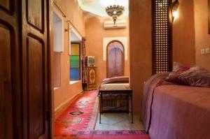 Dreibett-Zimmer SOLEIL im Hotel in Marrakesch in den Herbstferien 2018