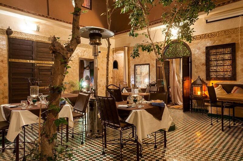 Patio mit Restaurant und Frühstücksraum des Riad La Maison Noamde bis zum Jahr 2015