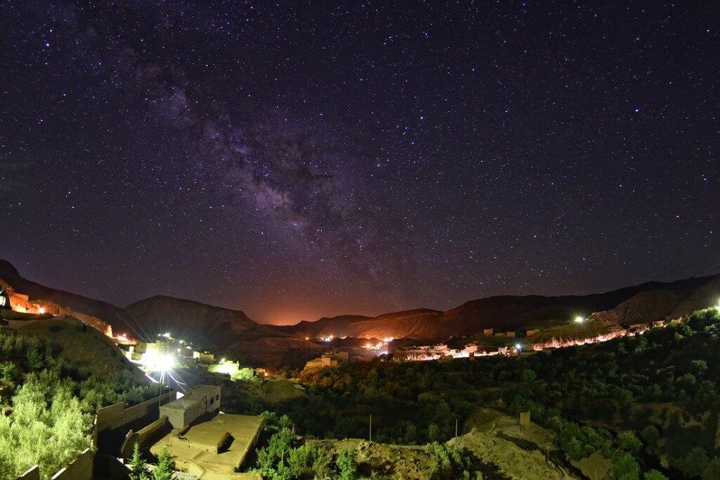 Sternenhimmel über der Dades-Schlucht und Boumalne de Dades