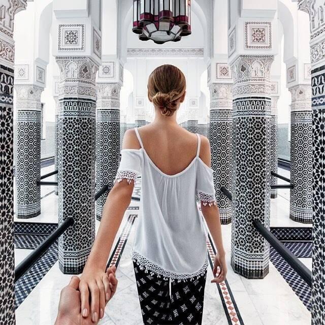 Hand-in-Hand durch Marrakesch