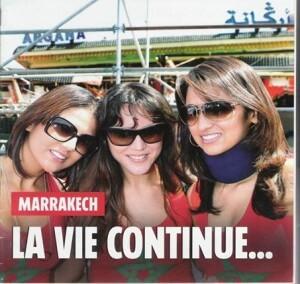 3 Marokkanerinnen in Marrakesch vor dem Argana-Café
