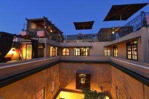 Terrassen im Hotel La Maison Nomade mit den Zimmern Kara Ben Nemsi und Yacout