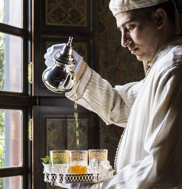 Im Riad La Maison Nomade in Marrakesch die Tee-Zeremonie bei Ankunft