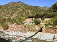 Ourika Tal mit Hängebrücke über den Fluß