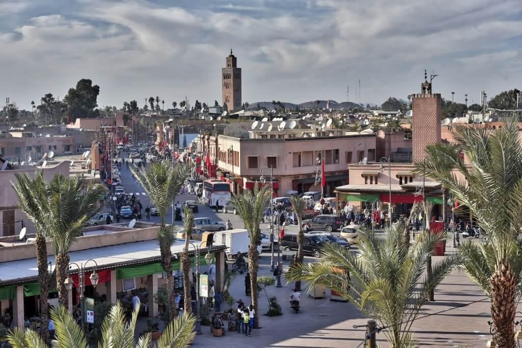 Blick von der Kosybar über den Platz der Lampenmacher zu Koutoubia Moschee