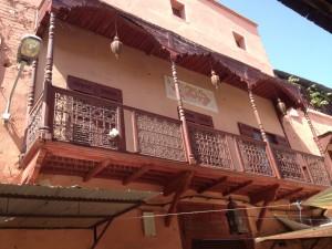 In der Mellah ein typisches jüdisches Haus mit Balkonen an der Vorderfront