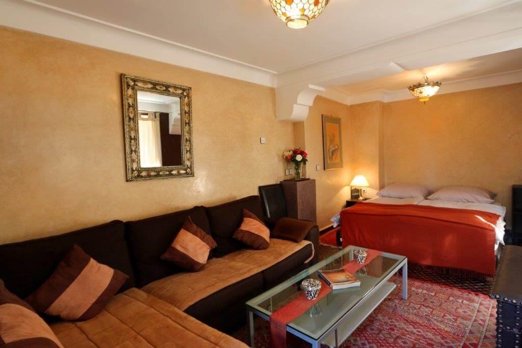 mini-suite-kara-ben-nemsi-hotel-la-maison-nomade-marrakesch-salon-und-schlafzimmer