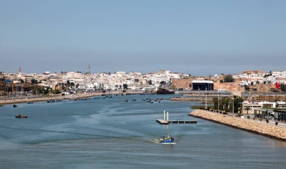 Hafeneinfahrt nach Rabat. Rechts liegt Rabat und links Salé