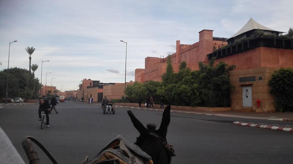 Vorbei am Hotel Nourriere Richtung Moschee Sidi Benslimane