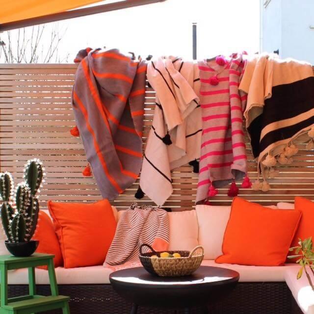 Handgewebte Wolldecken aus dem Basar von Marrakesch