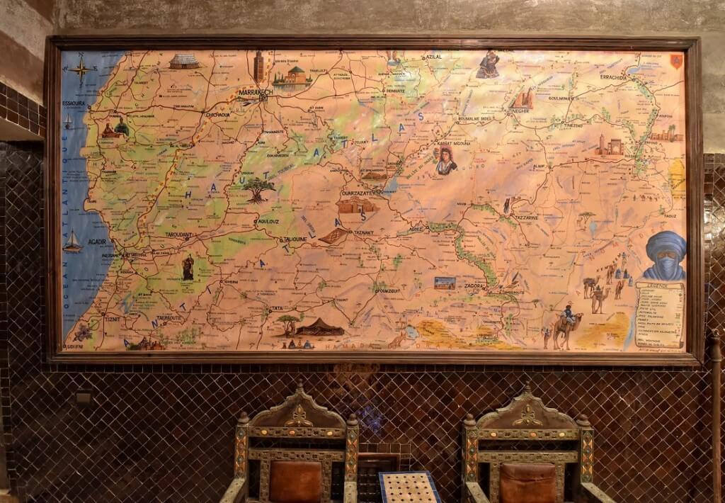 Landkarte zur individuellen Reiseplanung in der Rezeption vom Riad La Maison Nomade