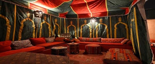 Authentisches Ambiente im Berberzelt im Hotel La Maison Nomade Marrakesch