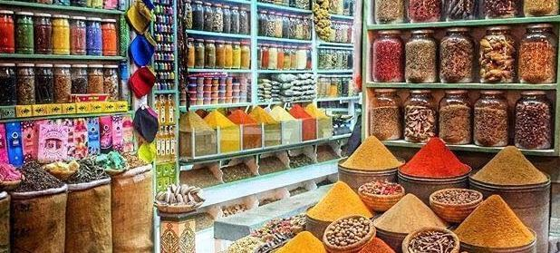 aromen-gewuerze auf dem Gewürzmarkt in der Medina Marrakesch