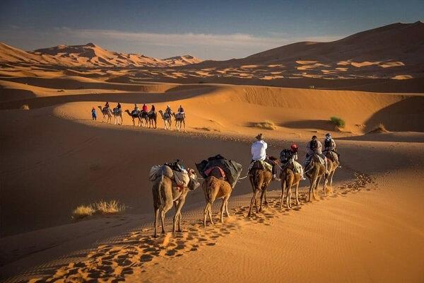 Dromedartrekking in der Wüste mit dem Hotel La Maison Nomade Marrakesch