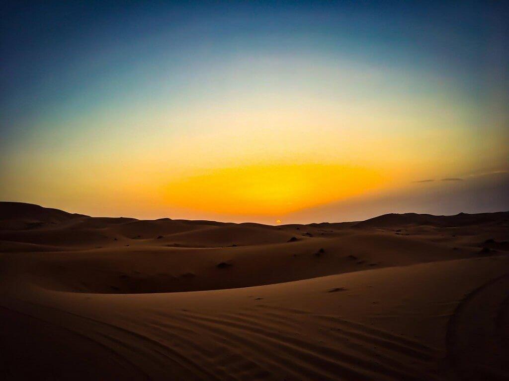 Sonnenuntergang in der marokkanischen Sahara mit dem Riad La Maison Nomade Marrakesch