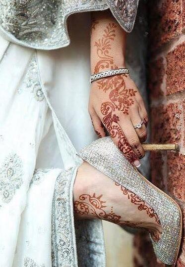 Henna Tattoos an Fuß und an der Hand