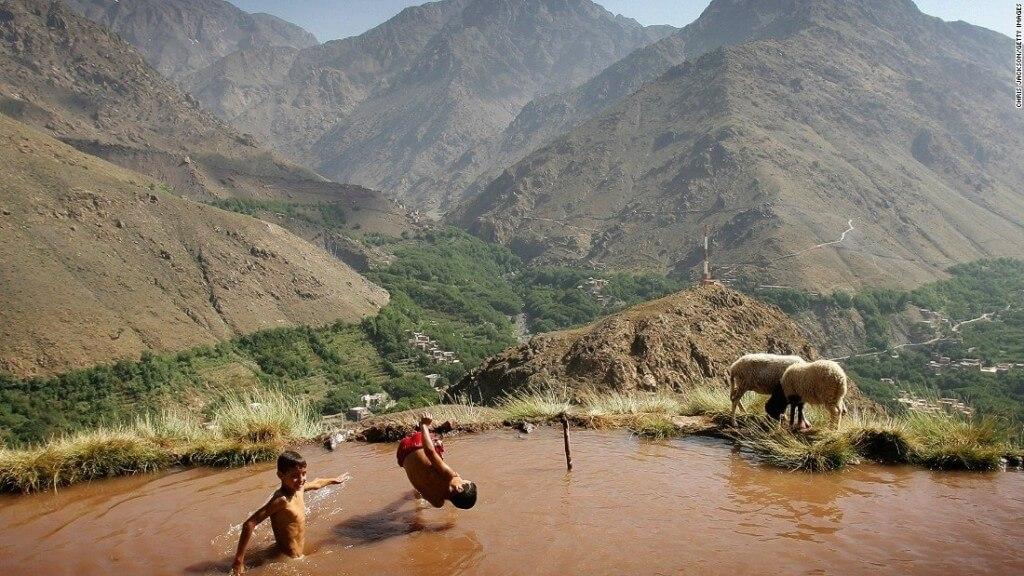 Mit dem Hotel La Maison Nomade in den Hohen Atlas: ein Berber-Schwimmbad