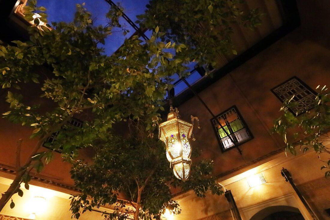 Innenhof unter Orangenbaeumen Hotel La Maison Nomade Marrakech