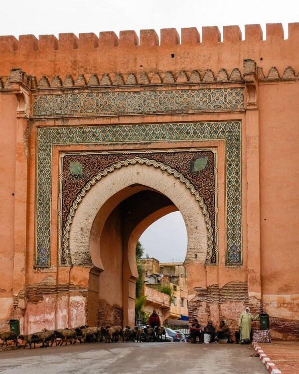 stadttor-in-meknes-ein-ausflug mit dem Hotel La Maison Nomade Marrakesch
