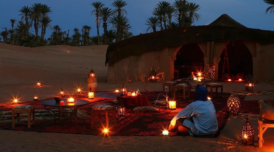 Biwakstimmung in der Wüste Erg Chegaga mit dem Hotel La Maison Nomade Marrakesch