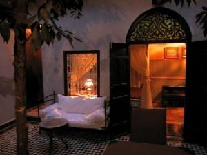 Der Innenhof mit Blick auf das Zimmer Esperanza im Riad La Maison Nomade
