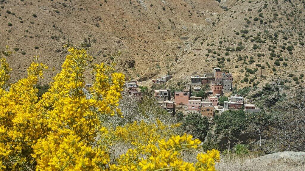 Berberdorf im Hohen Atlas auf der Fahrt in das Ourikatal mit dem Riad La Maison Nomade Marrakesch