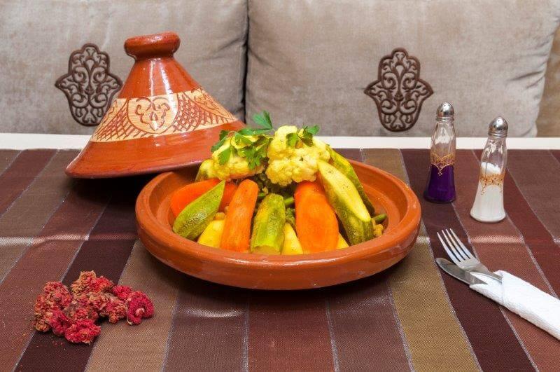 Gedünstetes Gemüse, schonend gegart in der Tajine im Restaurant vom Riad La Maison Nomade
