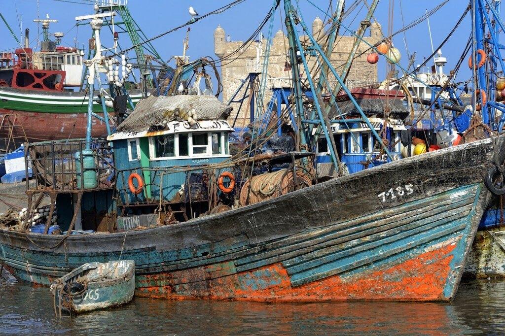 Urlaub in Marrakesch - Fischerboote im Hafen von Essaouira