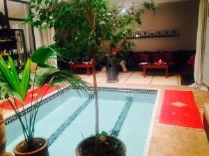 Schwimmbad und Warteraum im Hammam in Marrakesch