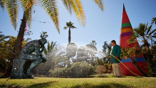 Kunstobjekte im Garten von André Heller in Marrakesch