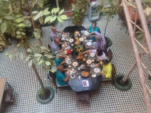 magic-table-im-innenhof-vom-riad-la-maison-nomade-in-marrakesch