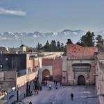 Blick von der Kosybar über den Badi-Palast zum Hohen Atlas