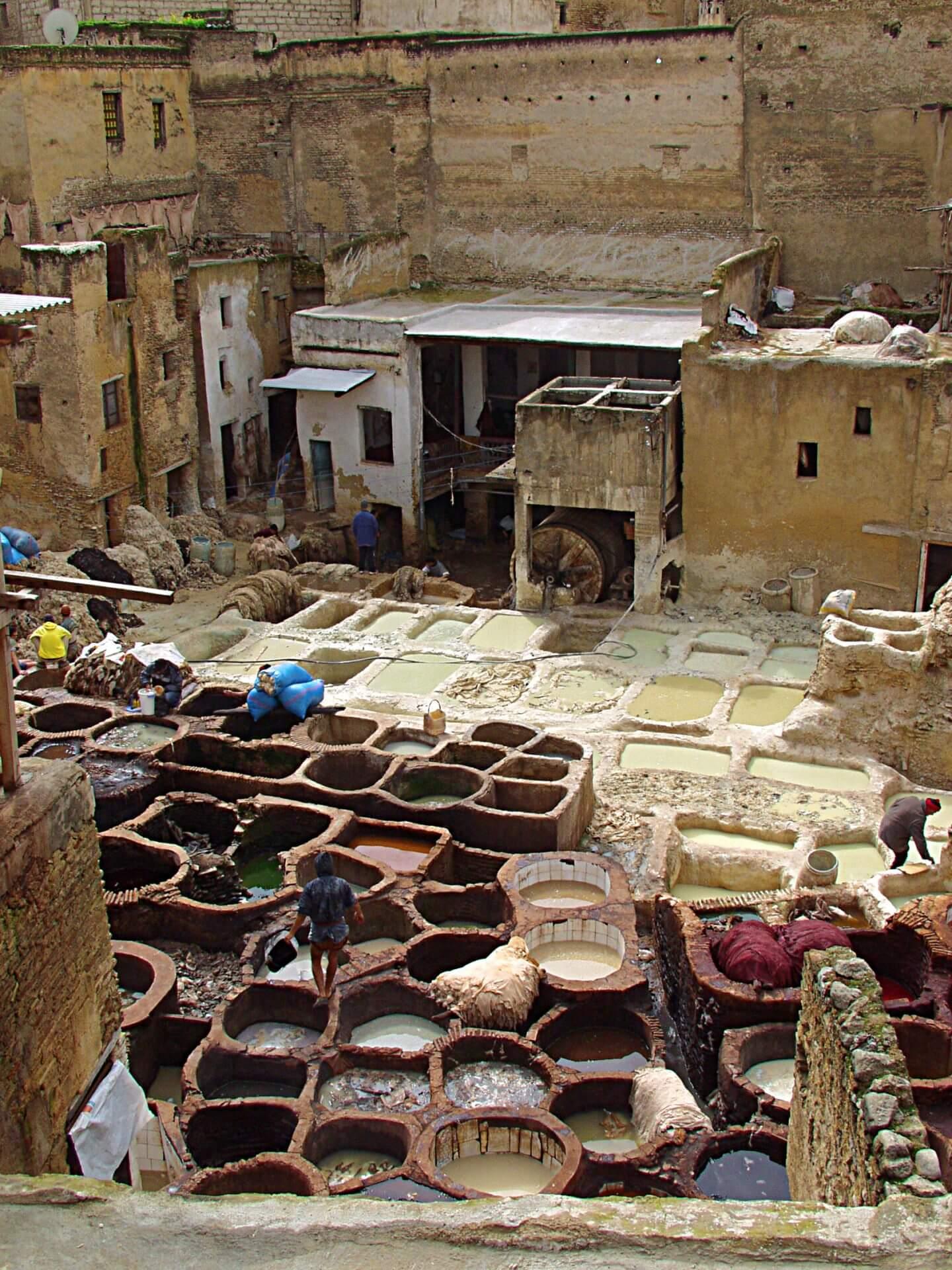 Im Stadtteil El Moqf in der Medina von Marrakesch die Gerberei