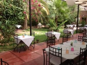 Restaurantgarten in Gueliz, der Neustadt von Marrakesch
