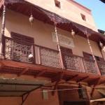 Typische Holzbalkone in der Mellah, dem Jüdischen Viertel in Marrakesch