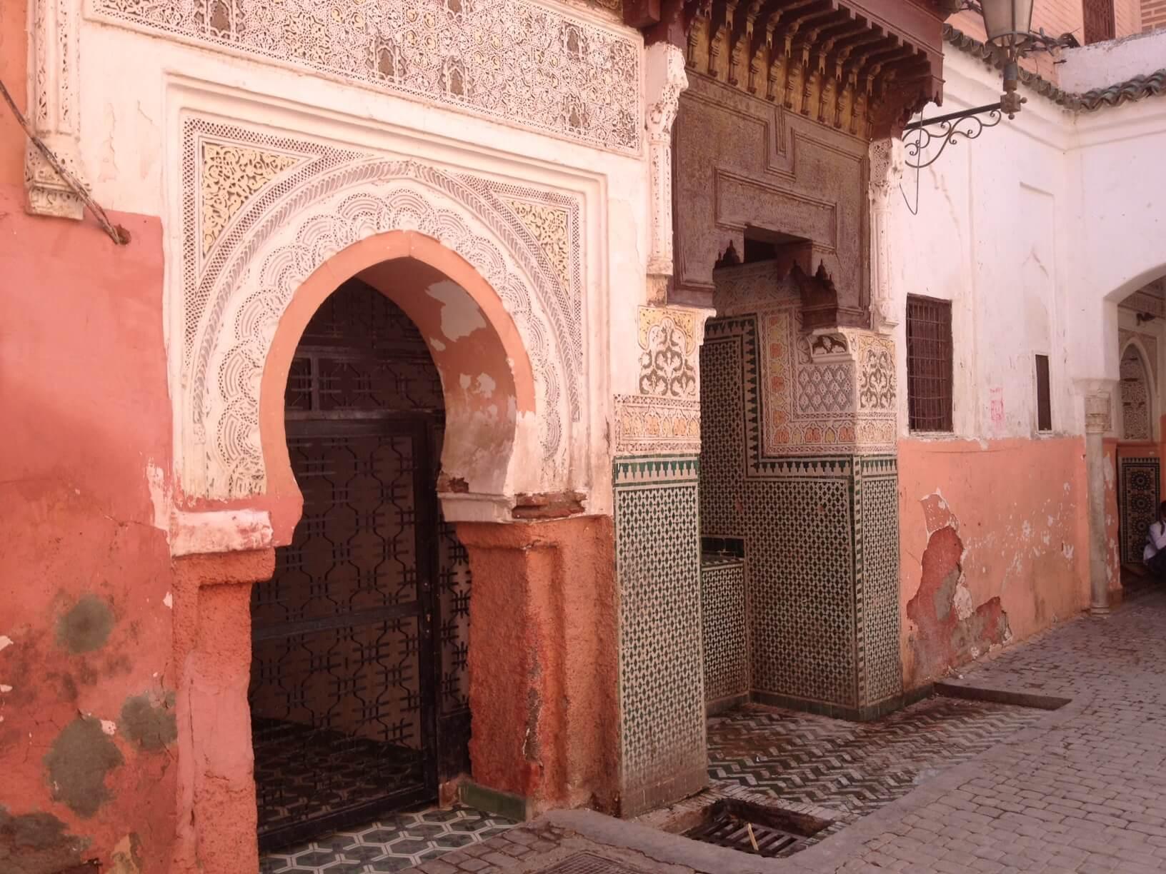 nordeingang der Zaouia Sidi Benslimane in der Nähe vom Hotel in Marrakesch La Maison Nomade