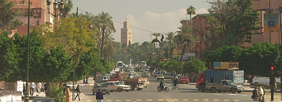 verkehr-marokko-marrakech-bus-auto-zug