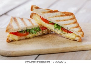photo-sandwich-toast-grilled-with-cheese-and-tomatoes