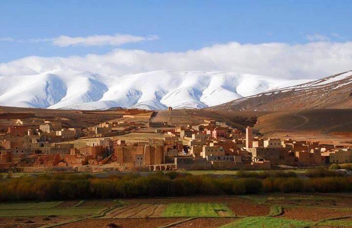 In den Tälern angenehm warme Temperaturen und in den Bergen Schnee