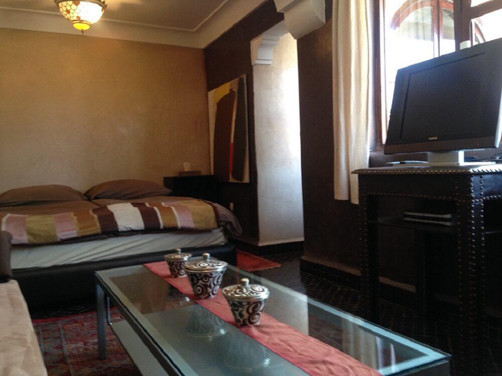 neues-wohn-schlafzimmer-im-zimmer-kara-ben-nemsi-im-hotel-la-maison-nomade-marrakesch