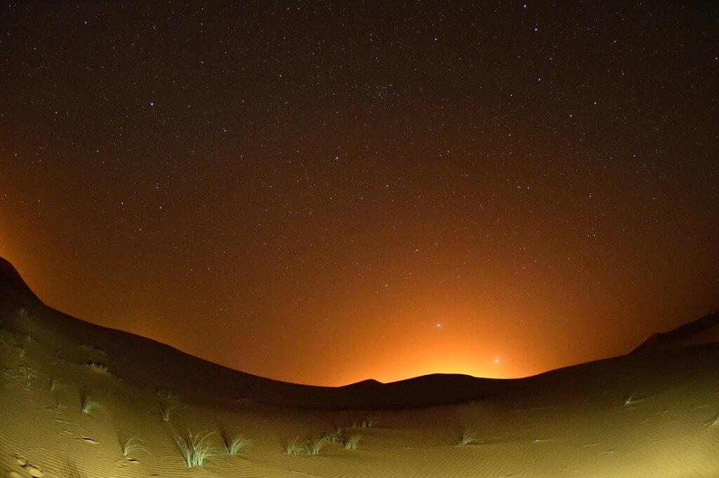 Unter dem Sternenhimmel im Wüstenbiwak, eine Wüstentour mit dem Riad La Maison Nomade in Marrakesch