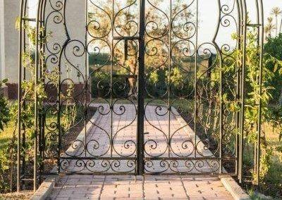 Eingangstor einer Villa in Marrakesch