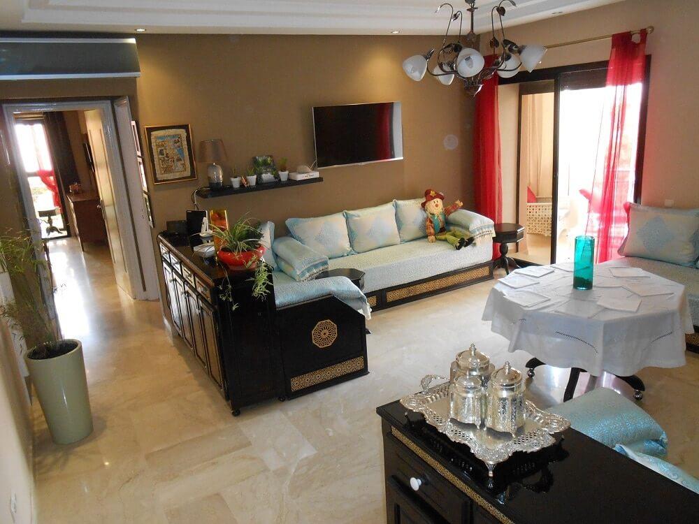 Wohnzimmer mit 2x Balkon