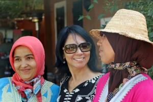 Safranpflückerinnen und die Hotelmanagerin vom Riad La Maison Nomade