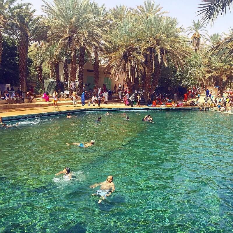 Mit dem Riad La Maison Nomade nach Errachidia, eine Rast im Schwimmbad