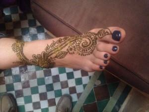 Fußhenna gemacht im Riad La Maison Nomade in Marrakesch