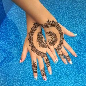 Im Riad La Maison Nomde ein marokkanisches Henna-Tattou