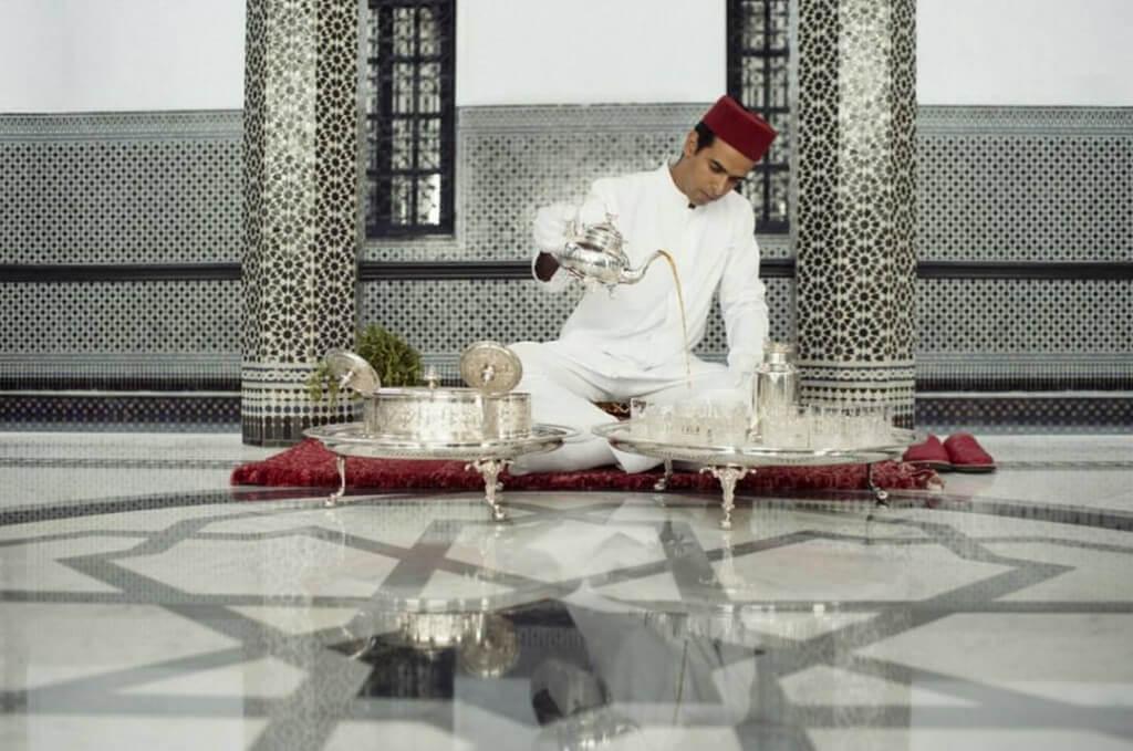 Begrüßungszeremonie mit marokkanischem Minztee im Restaurant Marrakesch