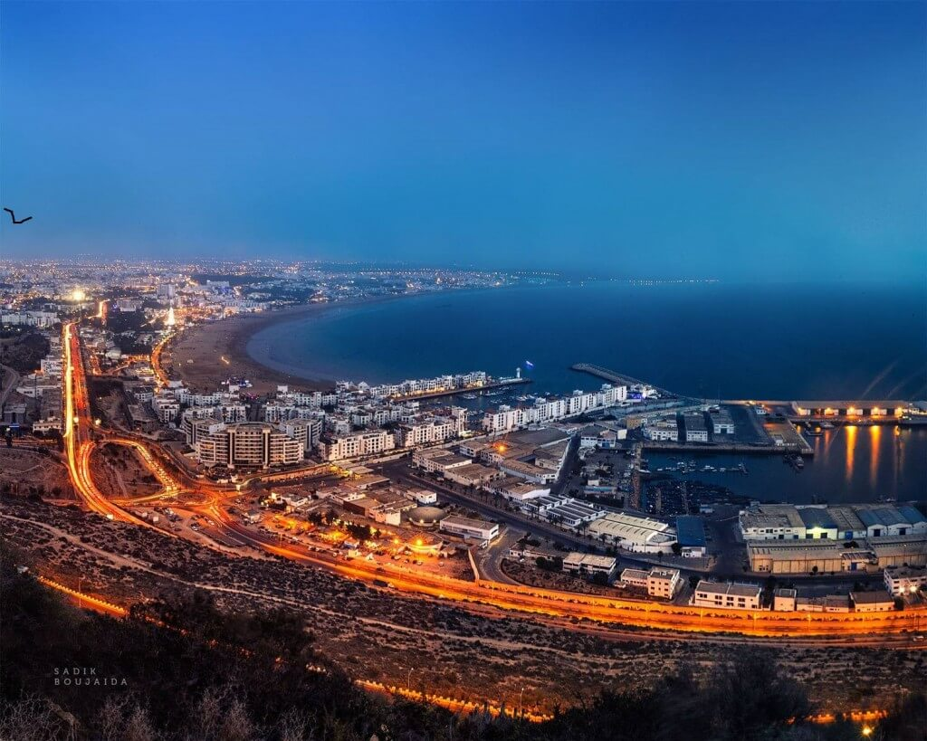 Hafen und Strand von Agadir am Atlantik.